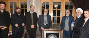 گزارش تصویری از اهدای لوح تقدیر ریس شورای سیاستگذاری کنگره به وزیر فرهنگ و ارشاد